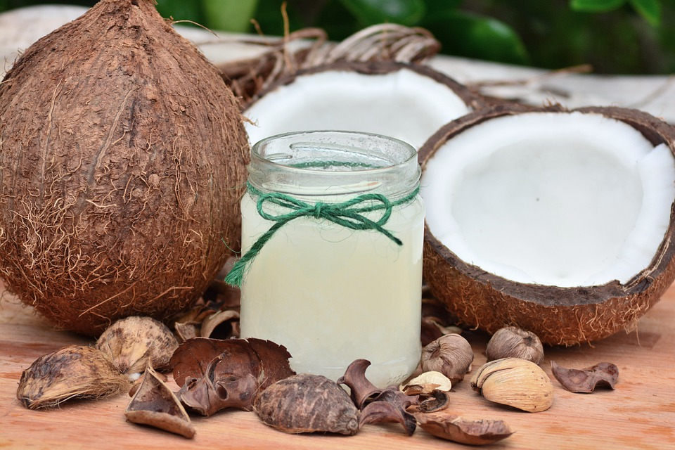 Incredible Benefits of Coconut Oil for Keeping Your Teeth Healthy