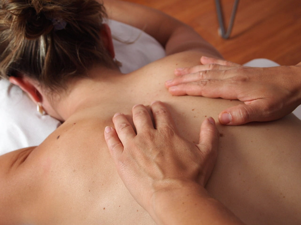 Petrissage (Kneading) - swedish massage