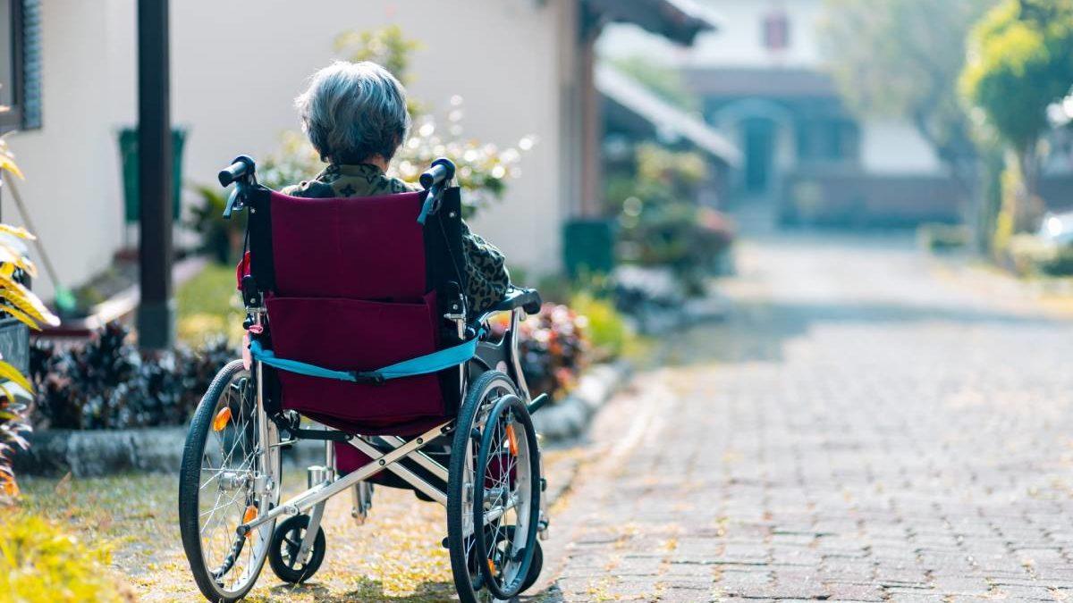 5 Ways to Help Seniors Improve Their Mobility
