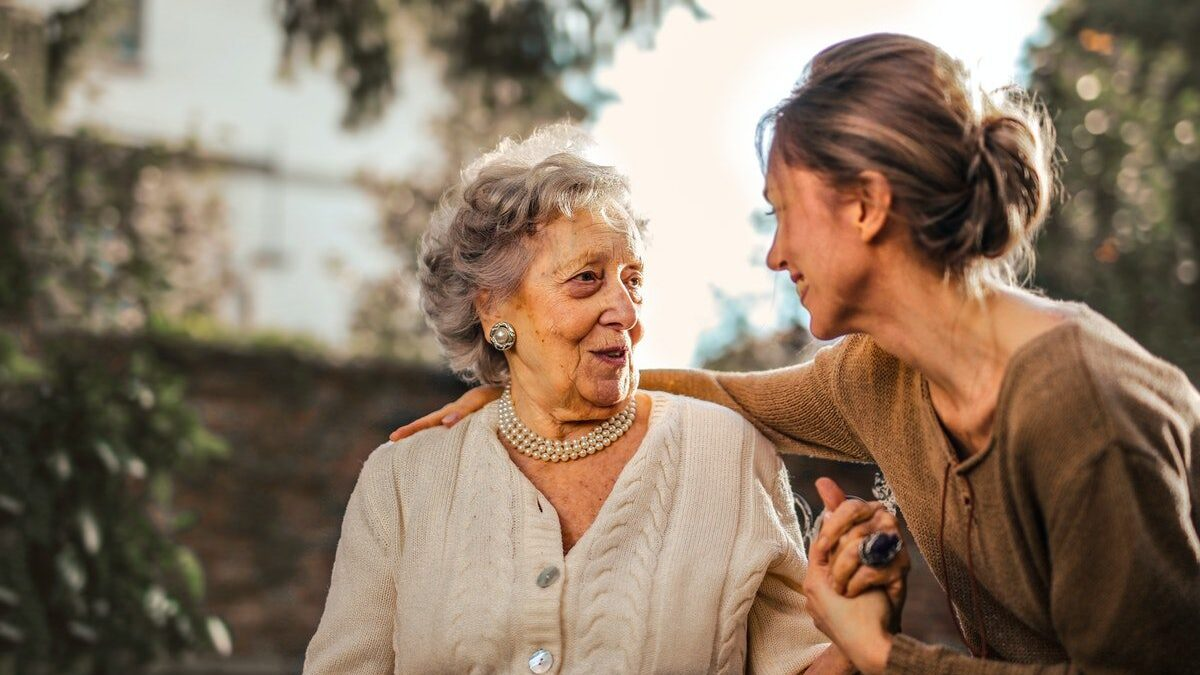 How to Care for an Elderly Parent Living in Your Home