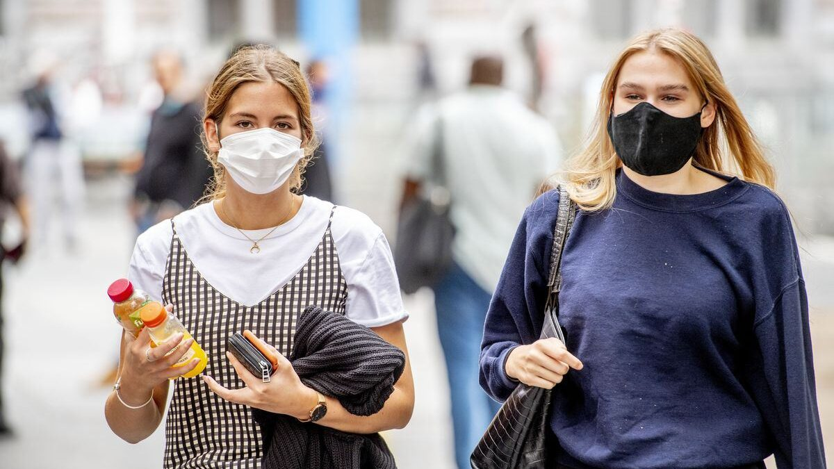 How To Properly Wear A Face Mask During The COVID-19 Pandemic